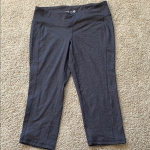 Old Navy fitted active capris size L